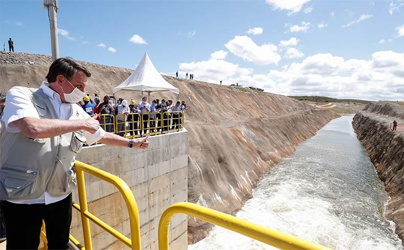 Bolsonaro inaugura no Ceará trecho da transposição do Rio São ...