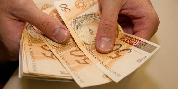 Resultado de imagem para servidor com dinheiro no bolso